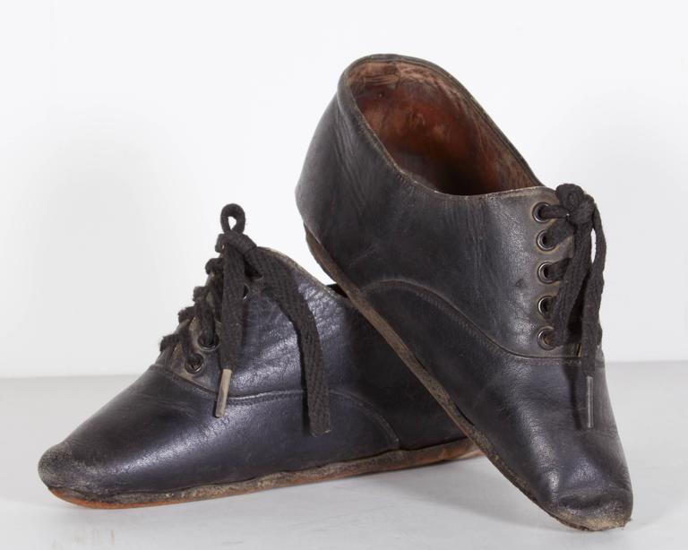 Tiny 19th Century Chinese Women's Leather Shoes For Sale 2