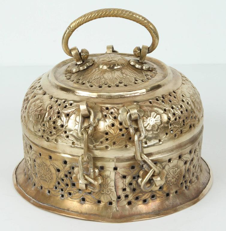 Anglo-Indian Polished Brass Pierced Box In Good Condition For Sale In Los Angeles, CA