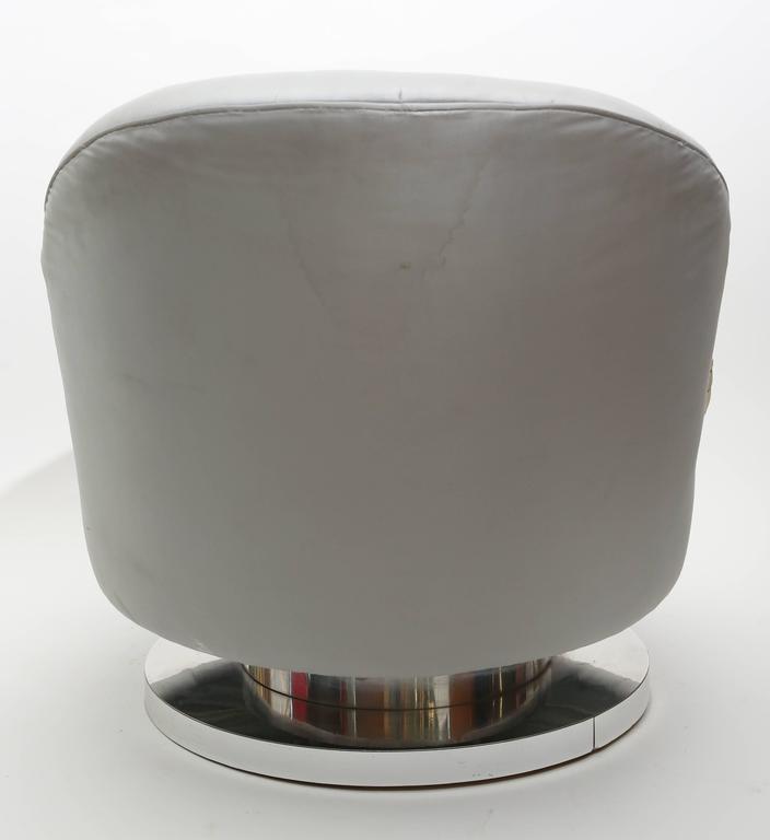 American Milo Baughman Chrome Based Swivel Lounge Chair, 1960s, USA For Sale