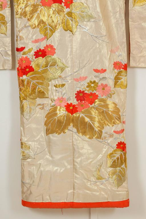 Vintage Brocade Japanese Ceremonial Kimono In Excellent Condition For Sale In North Hollywood, CA