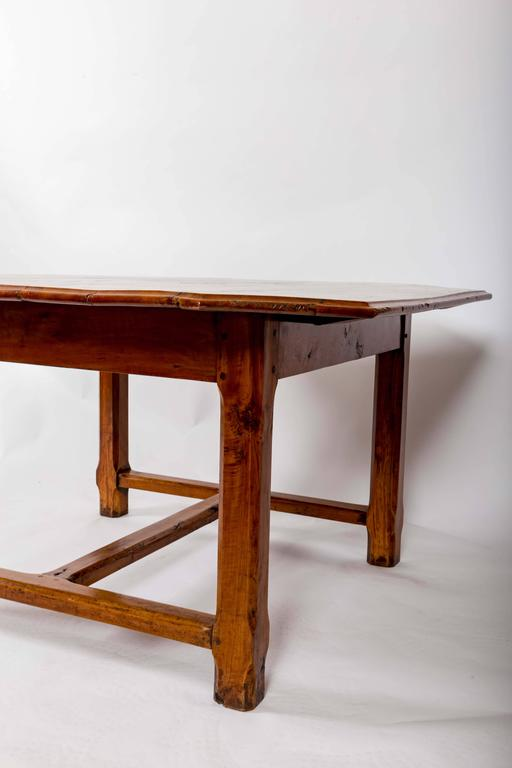 Early 19th Century Cherrywood Dining Table, France, circa 1840 In Good Condition For Sale In East Hampton, NY