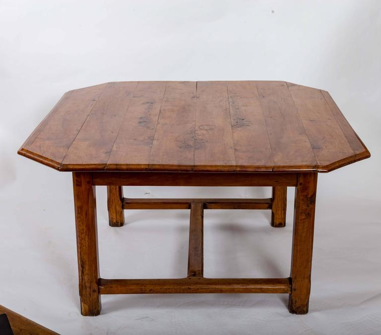 Early 19th Century Cherrywood Dining Table, France, circa 1840 For Sale 1
