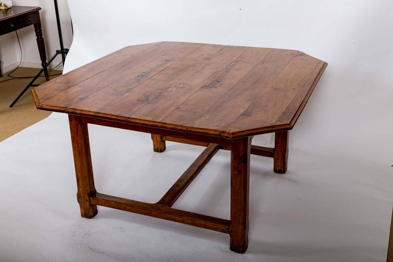 Early 19th Century Cherrywood Dining Table, France, circa 1840 For Sale 4