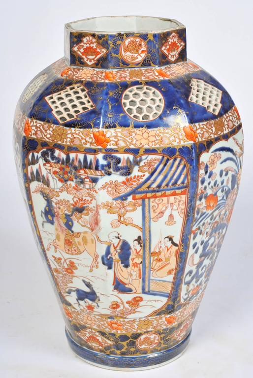 Large 19th Century Japanese Imari Vase In Good Condition For Sale In Brighton, Sussex