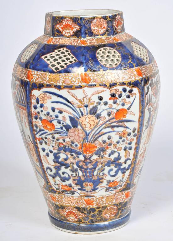 Large 19th Century Japanese Imari Vase For Sale 2