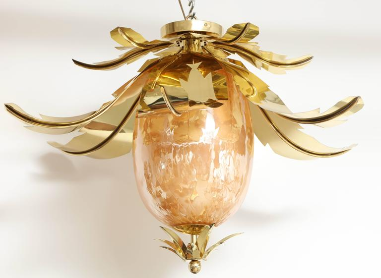 Mid-20th Century Pair of Venetian Peach Glass and Brass Leaves Pendant Chandeliers For Sale