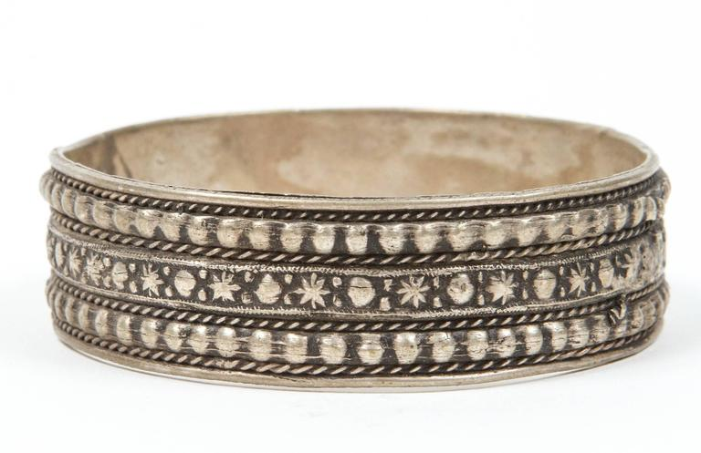 Moroccan Berber Tribal Silver Bracelet In Good Condition For Sale In Los Angeles, CA