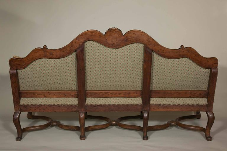 Important Walnut Sofa from the 19th Century in the Style of Louis XV For Sale 2