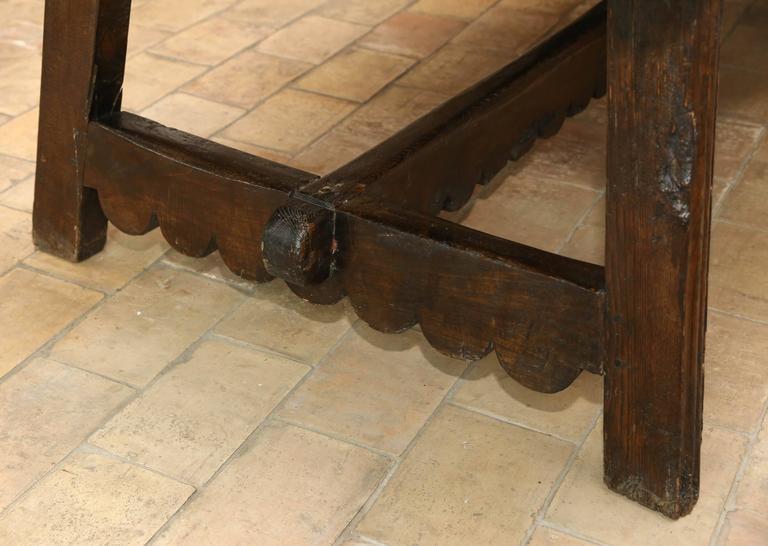 Italian 18th Century Walnut Dining Table For Sale