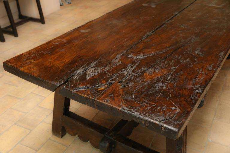 18th Century Walnut Dining Table In Excellent Condition For Sale In Houston, TX