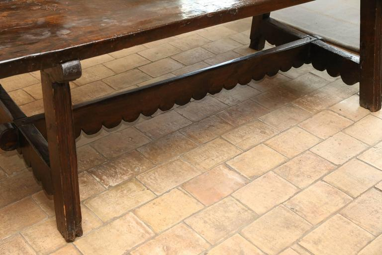 18th Century and Earlier 18th Century Walnut Dining Table For Sale
