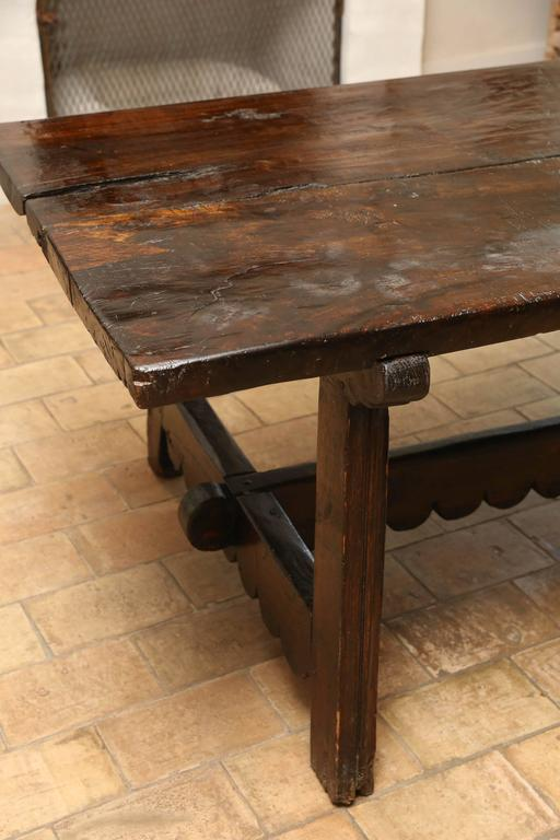 18th Century Walnut Dining Table For Sale 1