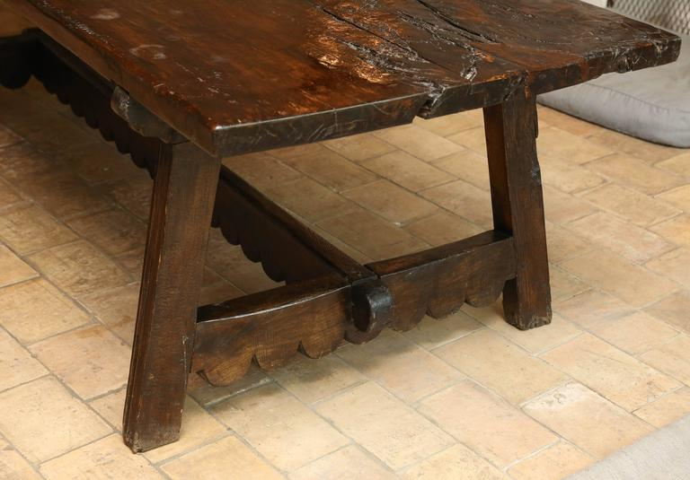 18th Century Walnut Dining Table For Sale 2