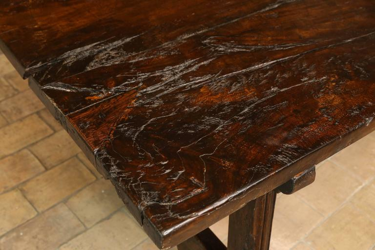 18th Century Walnut Dining Table For Sale 3