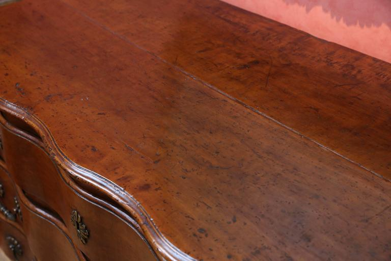 18th Century Walnut Commode In Excellent Condition For Sale In Houston, TX