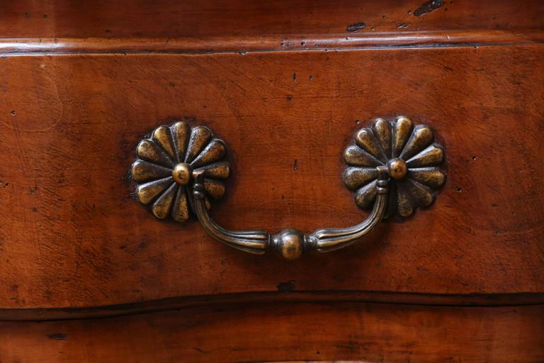18th Century and Earlier 18th Century Walnut Commode For Sale
