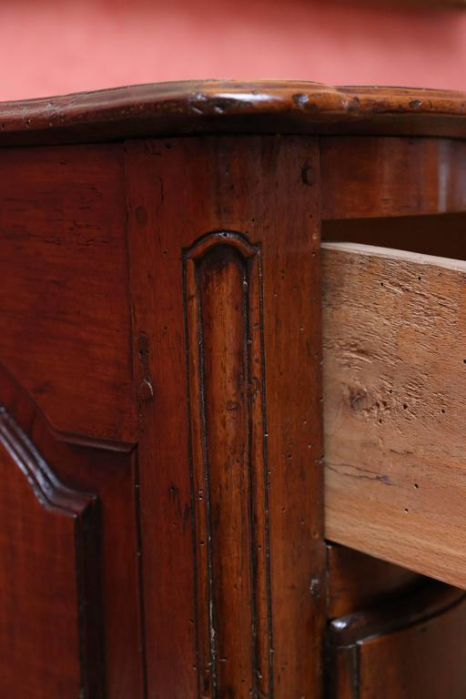 18th Century Walnut Commode For Sale 3