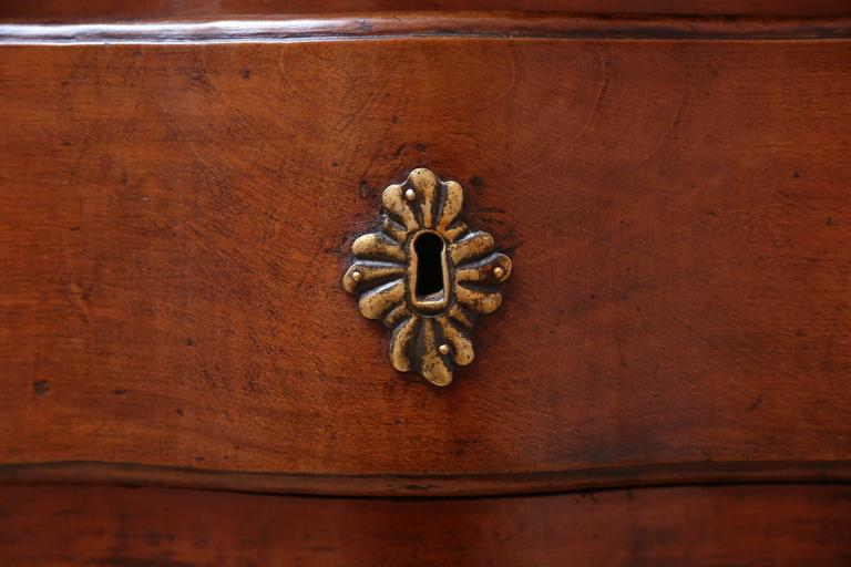 18th Century Walnut Commode For Sale 4