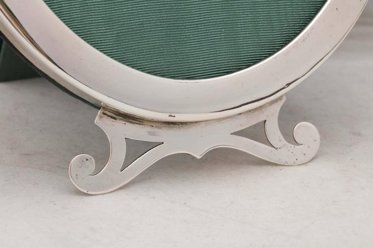Art Nouveau Sterling Silver Oval Picture Frame In Excellent Condition For Sale In New York, NY