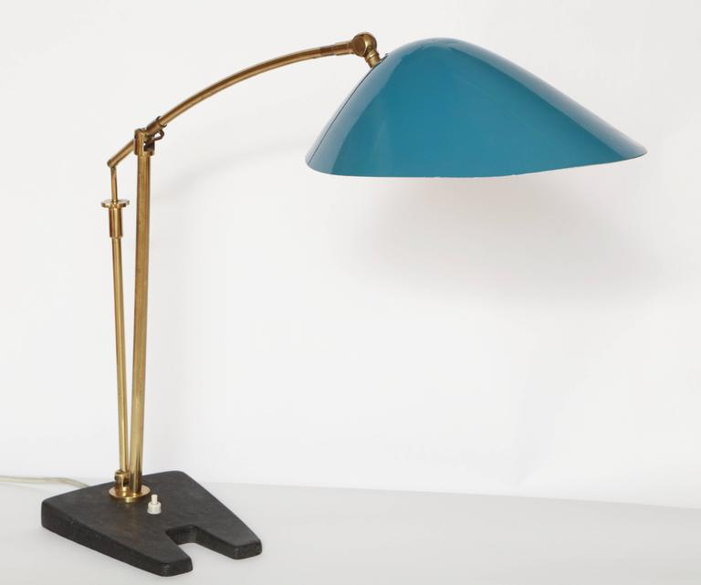 Mid-20th Century Artiiculated Architectural 1950s Italian Table Lamp Brass and Painted Metal For Sale