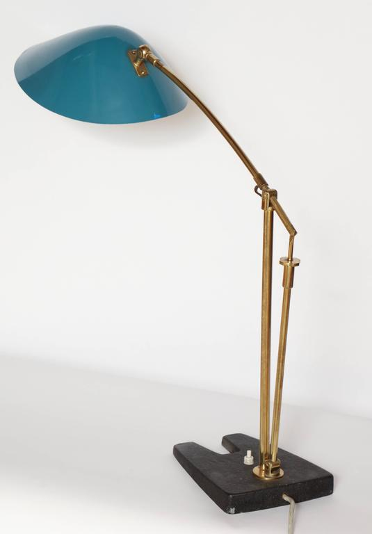 Artiiculated Architectural 1950s Italian Table Lamp Brass and Painted Metal For Sale 4
