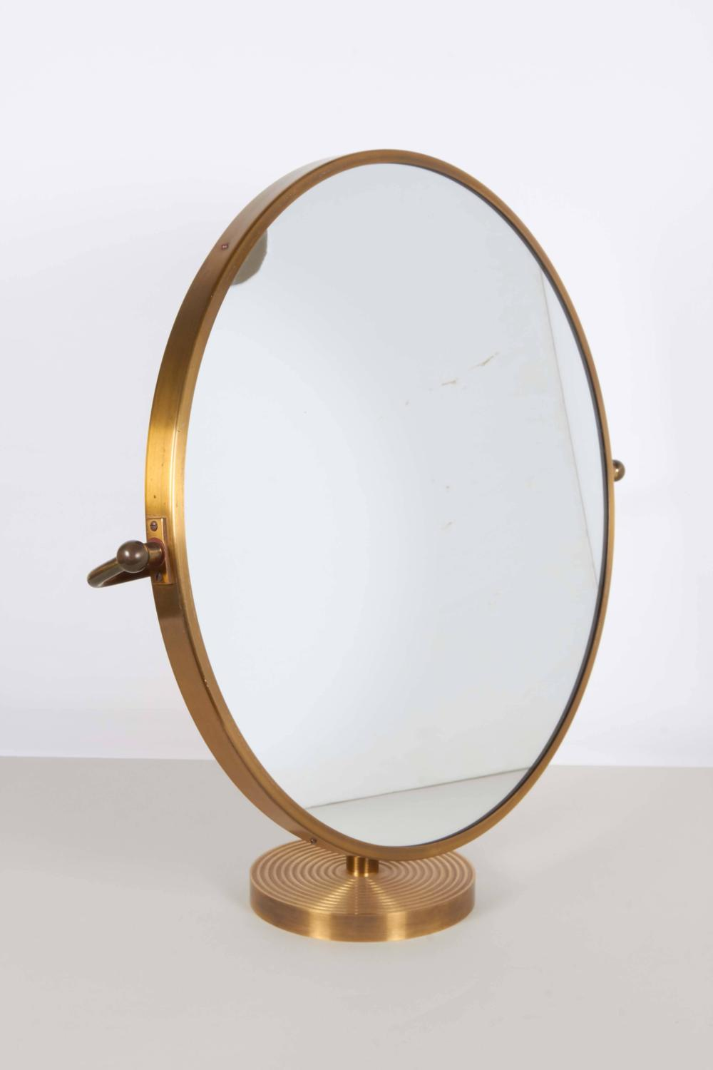 1960s round table mirror on brass stand for sale at 1stdibs. Black Bedroom Furniture Sets. Home Design Ideas
