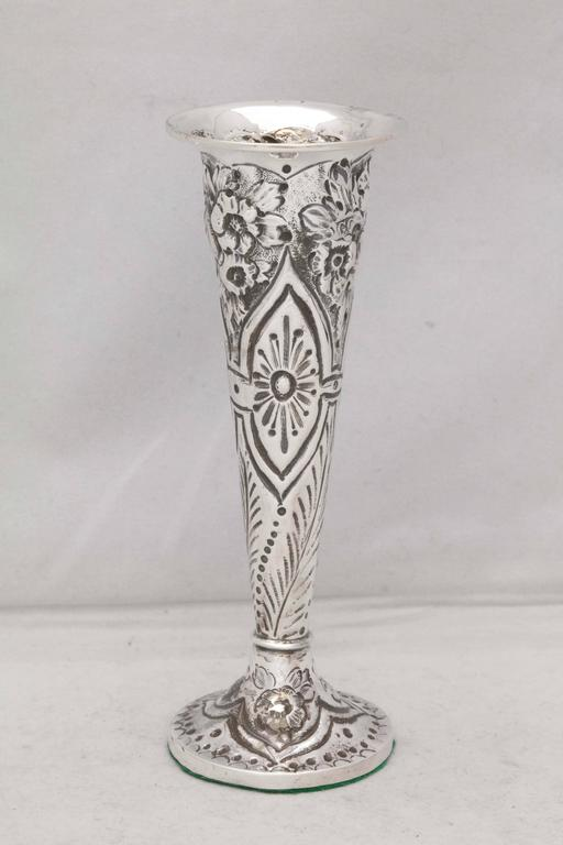 Victorian Sterling Silver Bud Vase In Excellent Condition For Sale In New York, NY