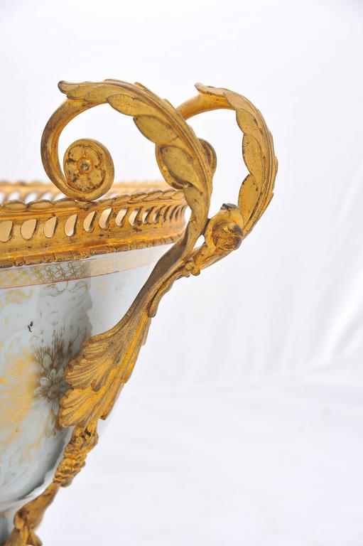 18th Century Chinese Export Ormolu Mounted Bowl In Good Condition For Sale In Brighton, Sussex