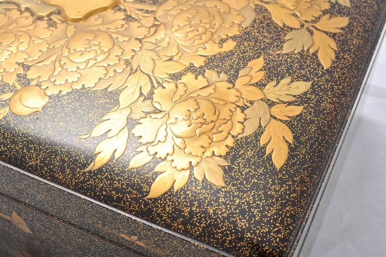 Fine Quality Japanese Lacquer Box For Sale 3