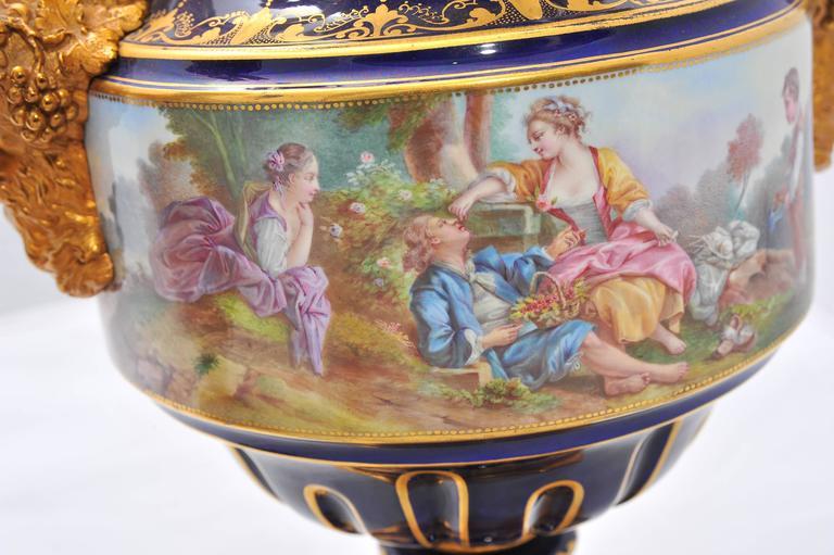 Pair of Antique Sèvres Vases In Excellent Condition For Sale In Brighton, Sussex