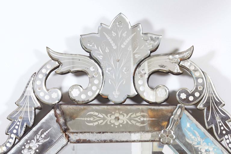 Hollywood Regency Venetian Octagonal Wall Mirror In Good Condition For Sale In New York, NY