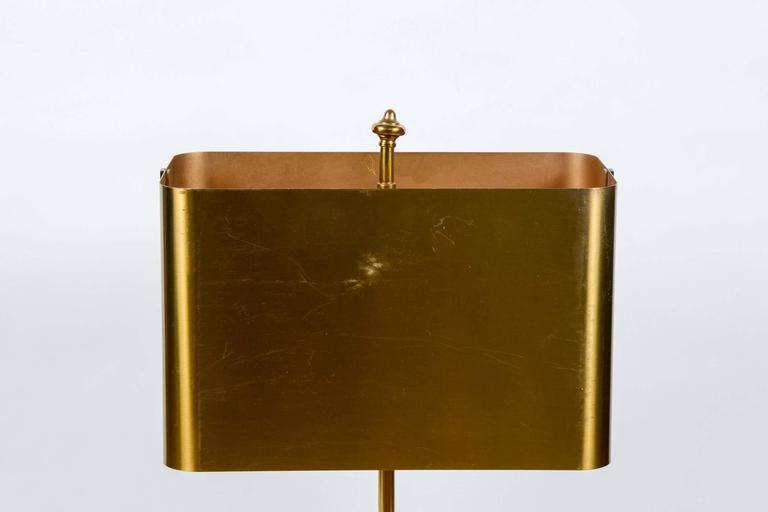 Elegant small table lamp which the centerpiece is a bronze fern. Finished by a bronze shade this lamp would be perfect for a desk.