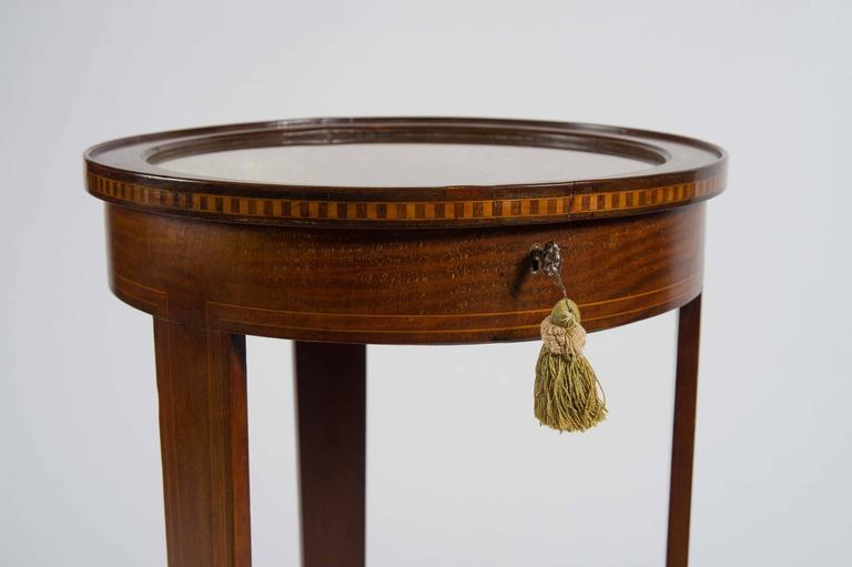 Early 20th Century Edwardian Mahogany Circular Bijouterie Table with Gold Velvet For Sale 3