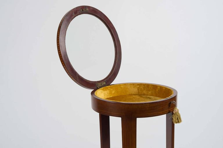 Early 20th Century Edwardian Mahogany Circular Bijouterie Table with Gold Velvet For Sale 4