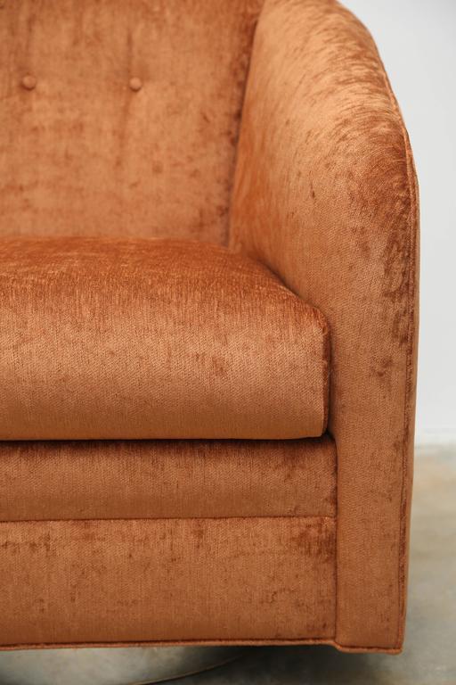 Velvet Pair of Mid-Century Swivel Armchairs on a Chrome Base For Sale