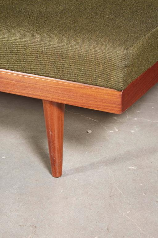 Mid Century Green Sofa / Daybed by Ekornes 4