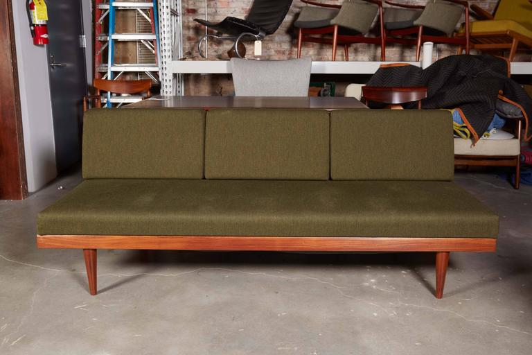 Mid Century Green Sofa / Daybed by Ekornes 7