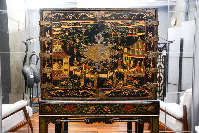 Chinese Cabinet In Coromandel Lacquer, Two Doors Opening On A Red And Gold  Altar Prayer