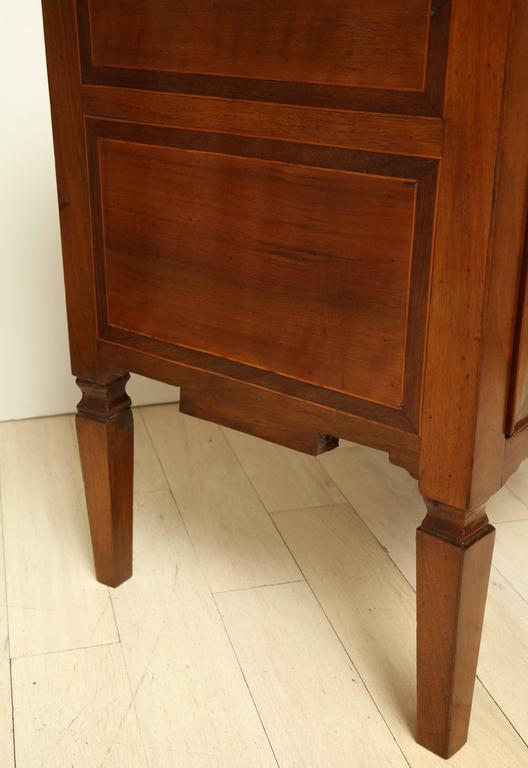 Early 19th Century Italian Two-Drawer Walnut Inlaid Commode 8