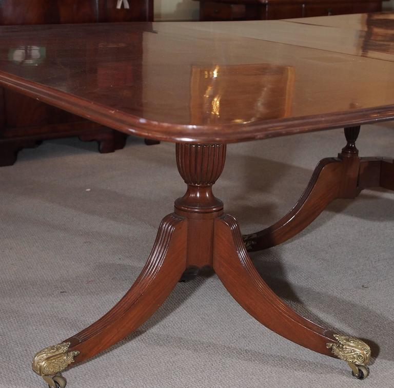 Antique English Mahogany Dining Table In Good Condition For Sale In New Orleans, LA