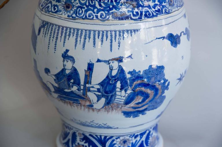 17th Century Lamped Delft Blue & White Vase with Manganese Highlights In Excellent Condition For Sale In London, GB