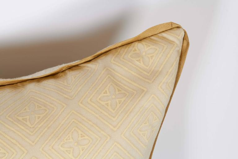 A Fortuny Fabric Cushion in the Jupon Pattern 3