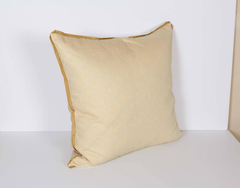 A Fortuny Fabric Cushion in the Jupon Pattern 4