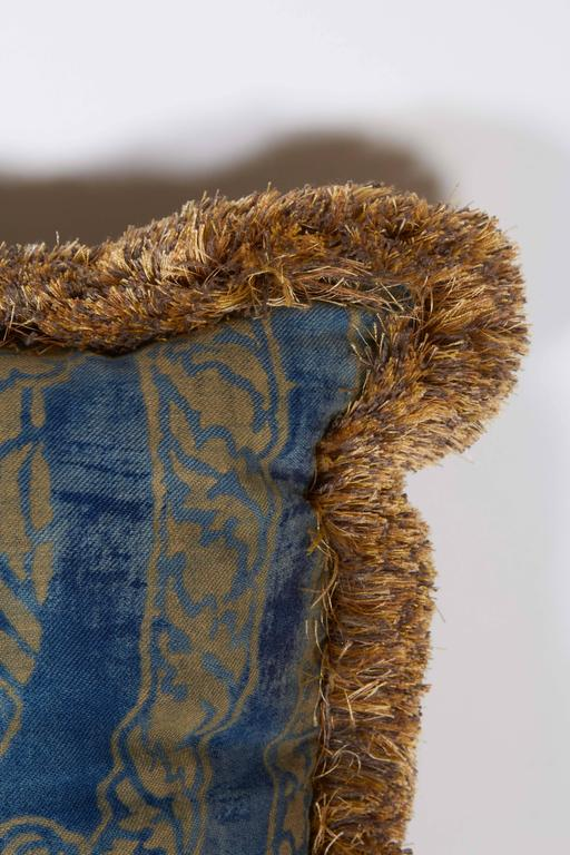 A Fortuny Fabric Cushion in the Nicolo Pattern 5
