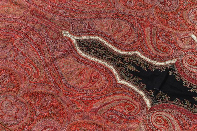 Woven Cashemere Paysley Throw Textile Shawl, 1850-1890 In Good Condition For Sale In North Hollywood, CA