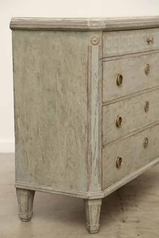 Antique Swedish Gustavian Painted Chest with Faux Finishes, Early 19th  Century For Sale 3 - Antique Swedish Gustavian Painted Chest With Faux Finishes, Early