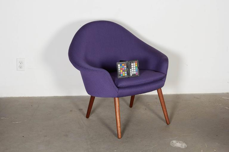 Womb Chair with Teak Legs 2