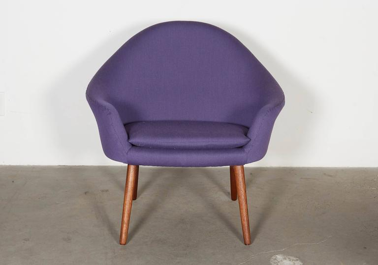 Womb Chair with Teak Legs 3