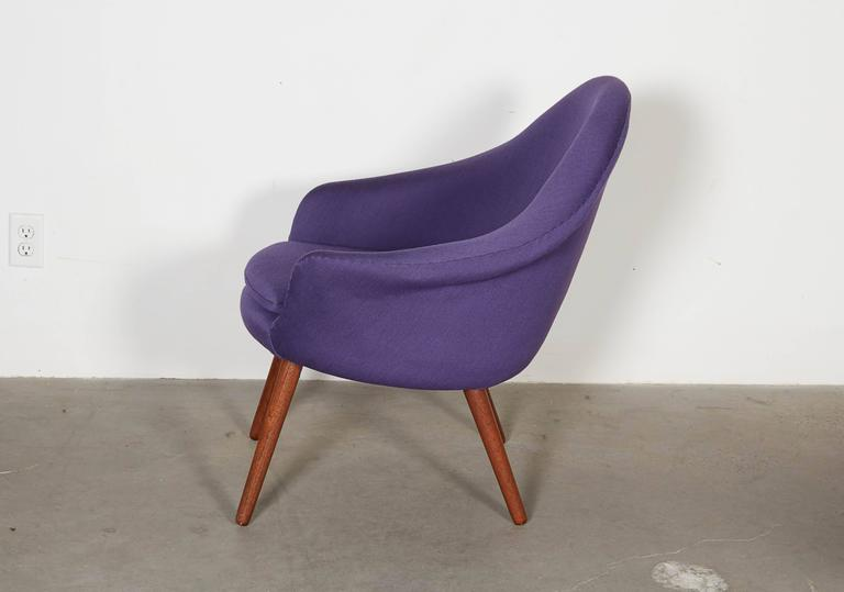 Womb Chair with Teak Legs 4