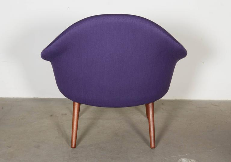 Womb Chair with Teak Legs 7